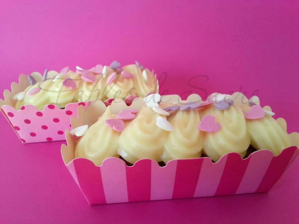 Muffins al cioccolato con crema al cioccolato bianco