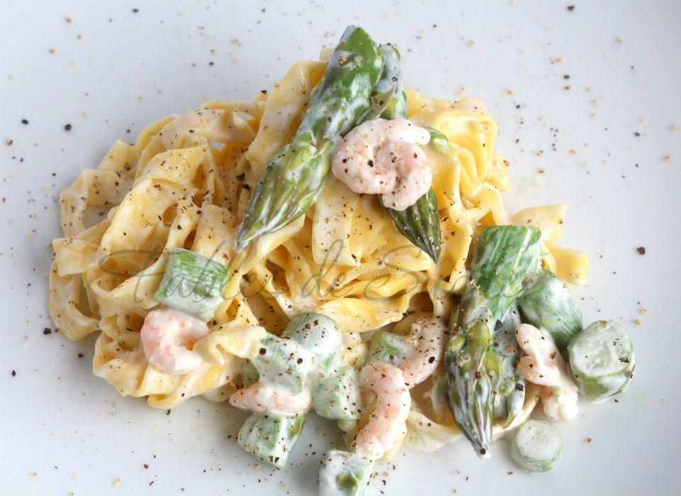 Tagliatelle con asparagi e gamberetti