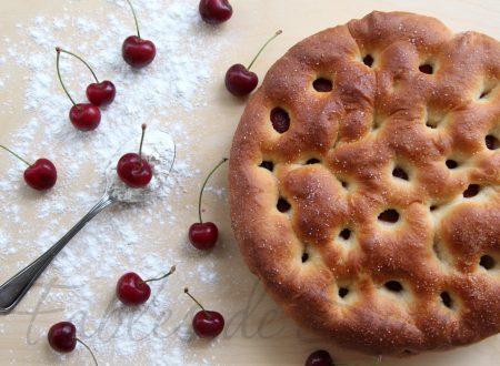 Focaccia dolce alle ciliegie