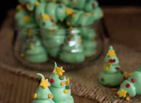 Alberi natalizi di meringa francese