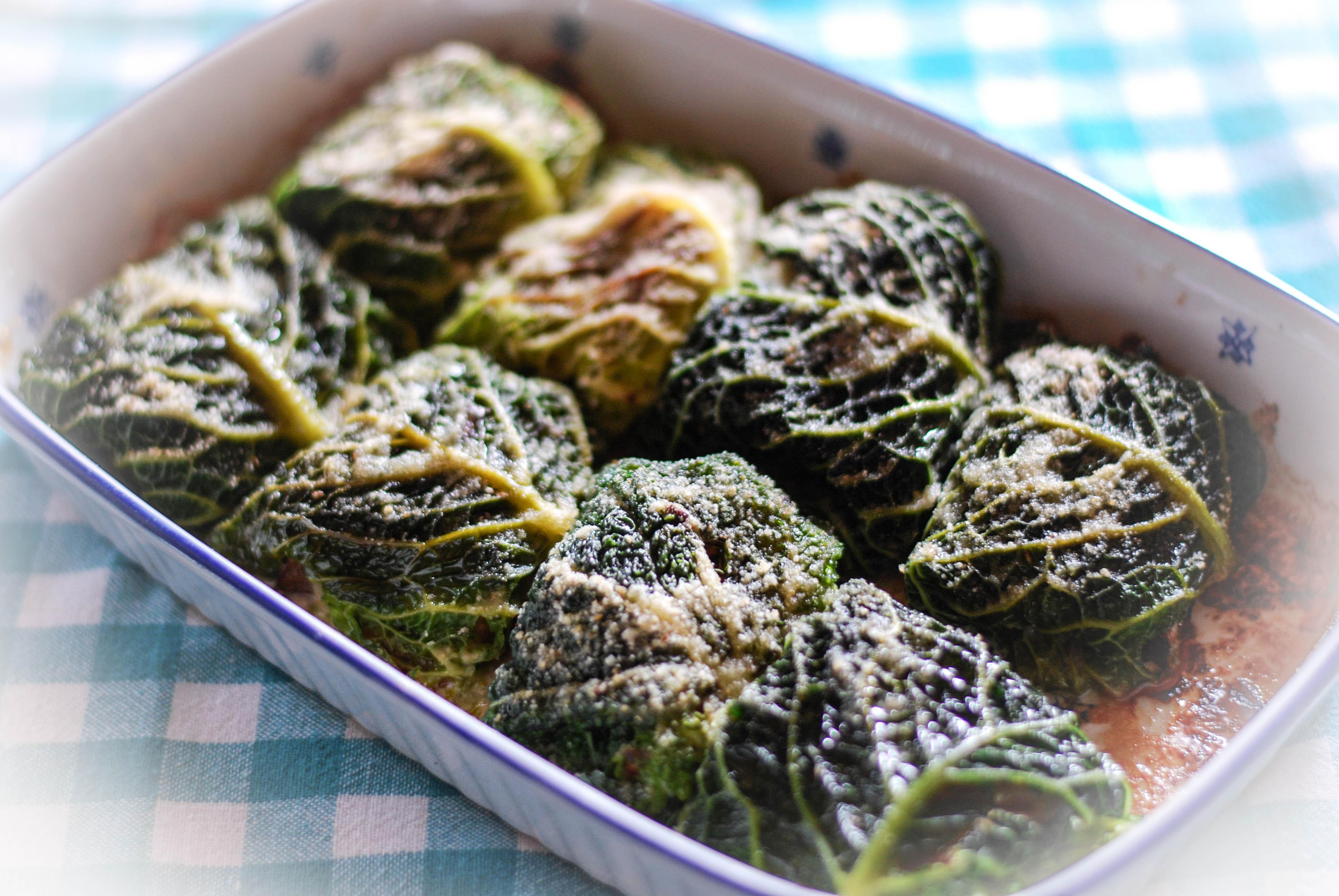 Involtini di verza con speck, radicchio e gorgonzola