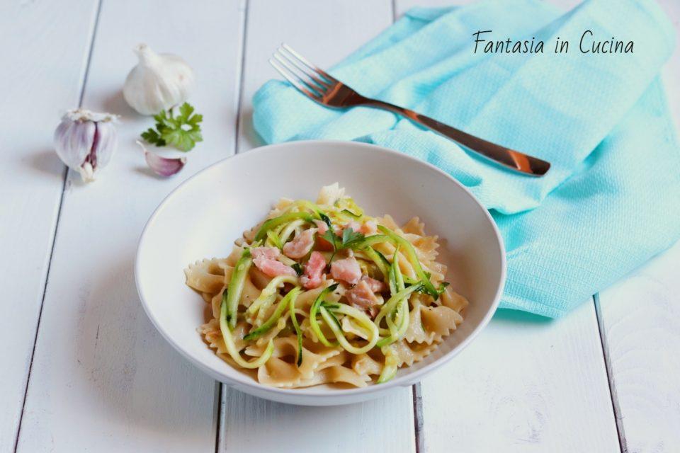 https://blog.giallozafferano.it/fantasiaincucina/ricetta-farfalle-con-gamberetti-e-zucchine-croccanti/