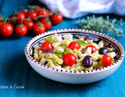 Insalata di pasta fredda mediterranea.