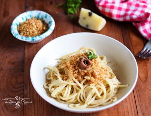 """Ricetta: pasta con la mollica """"atturrata"""""""