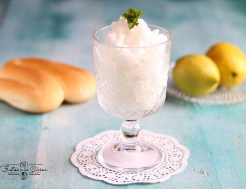 Granita al limone: ricetta siciliana.
