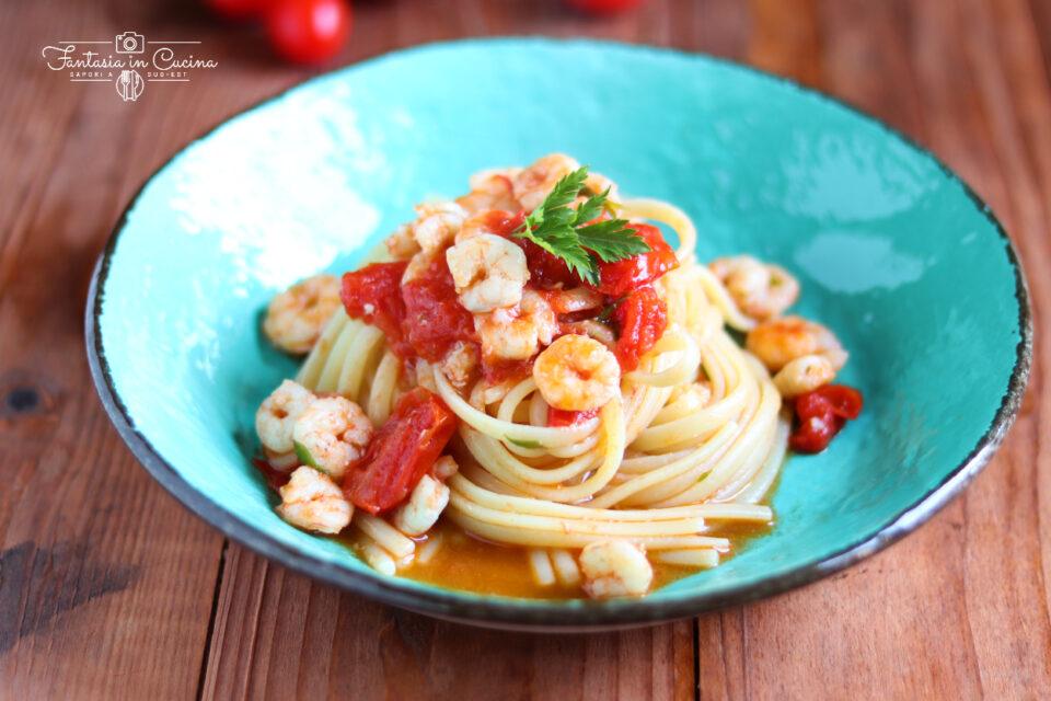 Spaghetti con gamberetti e pomodorini ciliegino