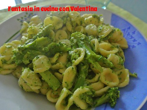 Orecchiette con i broccoli e fontina