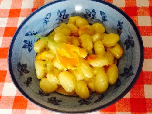 Gnocchi di patate taleggio e fiori di zucchina