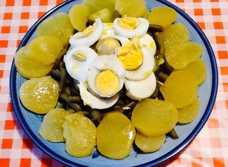 Insalata di patate, fagiolini, zucchine e uovo sodo