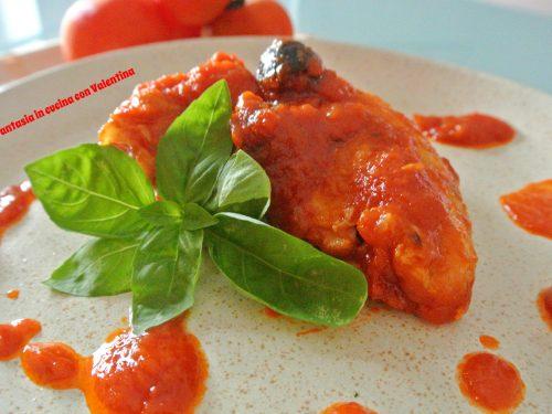 Pollo al sugo e olive nere