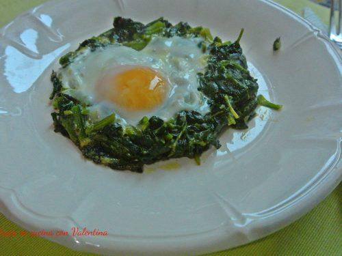 Uovo con spinaci
