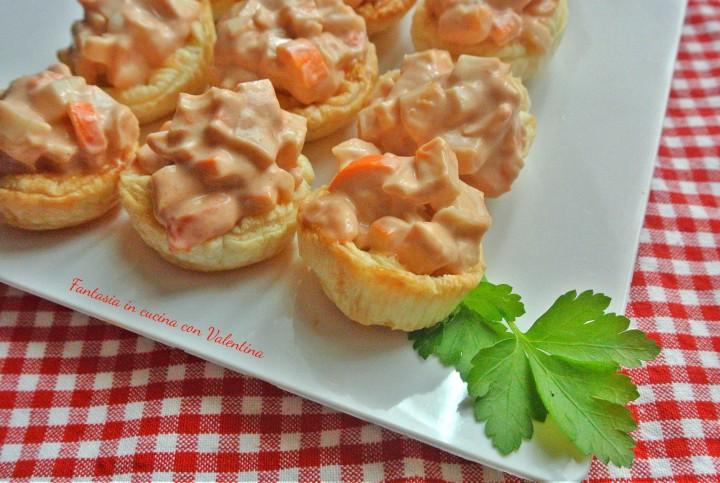 Cestinetti con surimi e salsa rosa