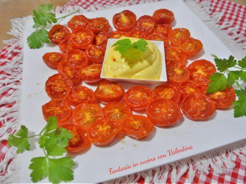 Pomodorini al forno con crema di formaggio e zafferano