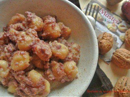 Gnocchi di patate con pesto di cipolle rosse e noci