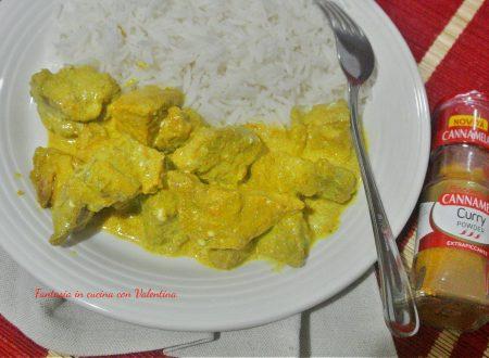Maiale al curry piccante e riso basmati