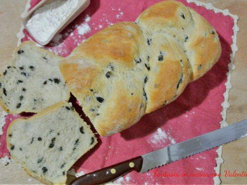 Pan Bauletto con olive nere