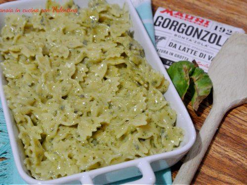 Pasta gorgonzola piccante e pesto