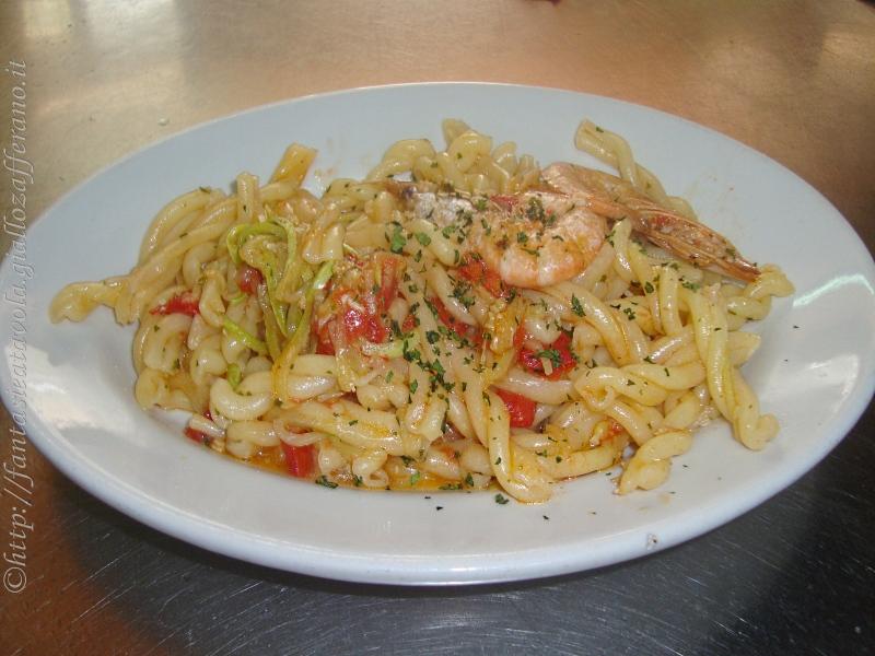 Fusilli gamberi e zucchine ricetta di pesce Fantasie a Tavola
