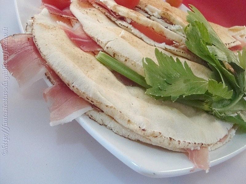 Khobez allo speck ricetta veloce di Fantasie a Tavola