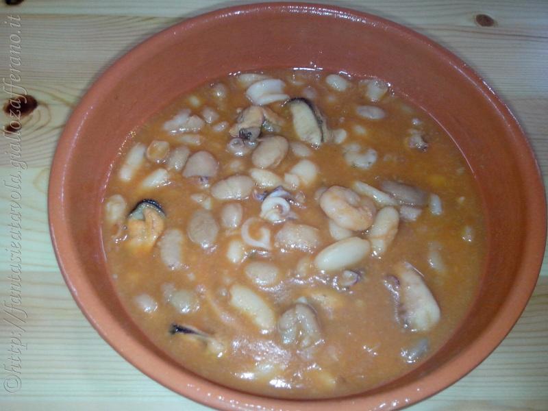 Minestra di fagioli e frutti di mare ricetta veloce di Fantasie a Tavola