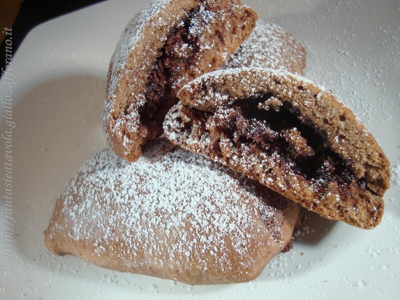 Fagottini al cioccolato ricetta con zucchero a velo