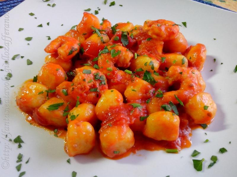 Gnocchi al sugo di gamberoni ricetta pesce di Fantasie a Tavola