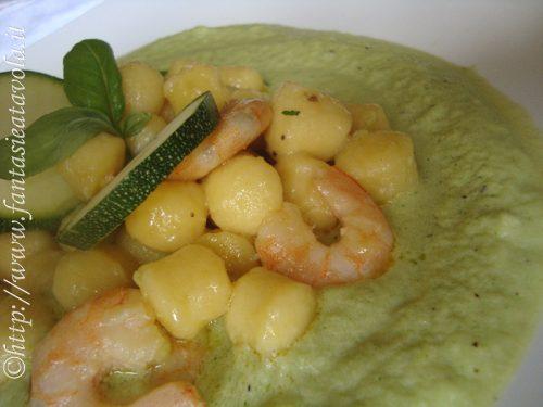 Gnocchetti e gamberi in crema di zucchine