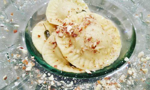 Ravioli fatti in casa con zucca e pancetta