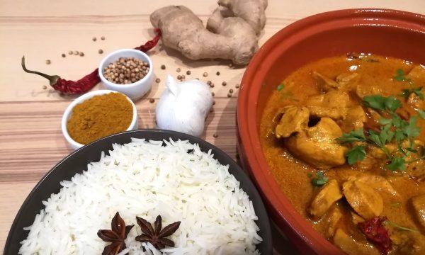 Pollo al Curry con yogurt e latte di cocco