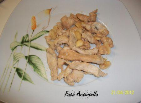 Straccetti di pollo alle mandorle