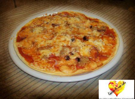 Pizza tonno e cipolle, ricetta per microonde