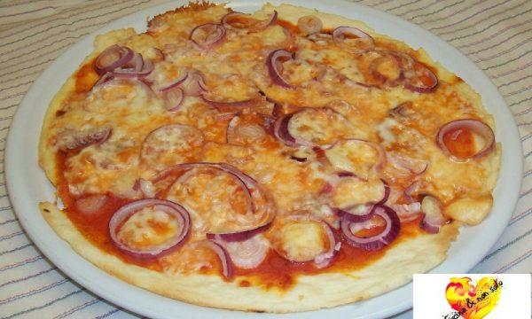 Pizza alle cipolle, ricetta per microonde