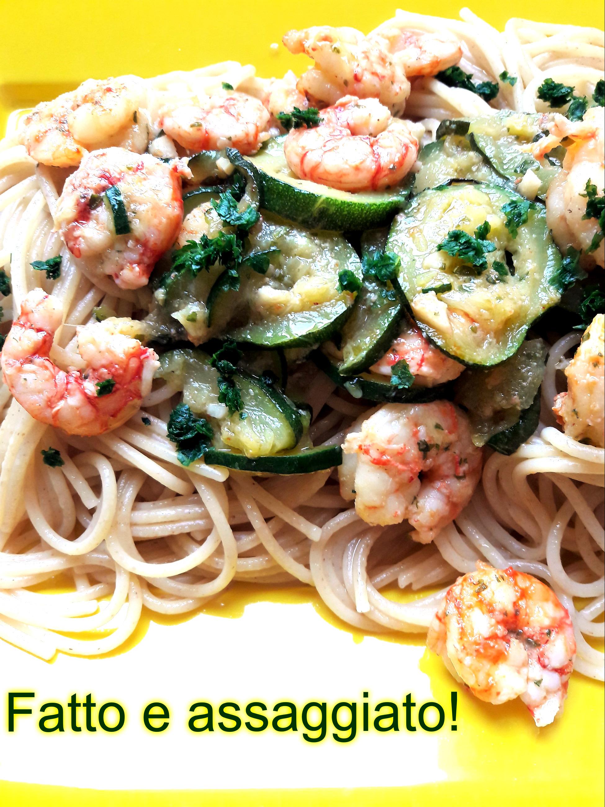 Spaghetti ai 5 cereali con gamberetti e zucchina