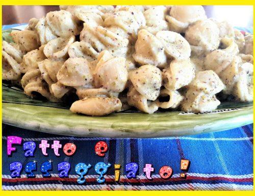 Orecchiette con pesto al pistacchio e robiola
