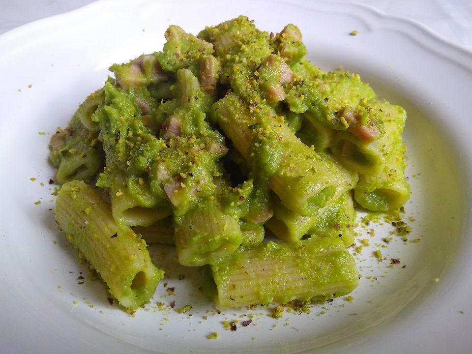 pasta zucchine prosciutto e pistacchio