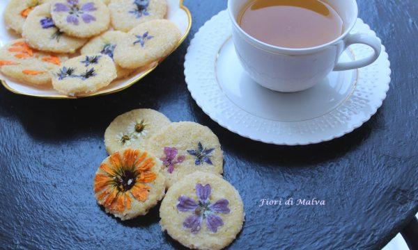 Biscotti con fiori