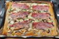Pizza al taleggio con prosciutto crudo e funghi