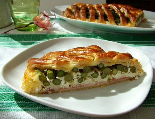 Strudel con asparagi, burrata e prosciutto