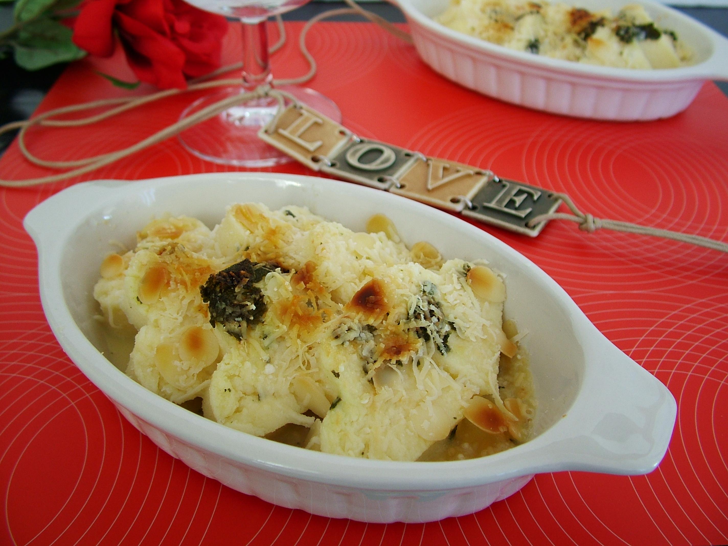 Cuoricini di semolino con burro e salvia
