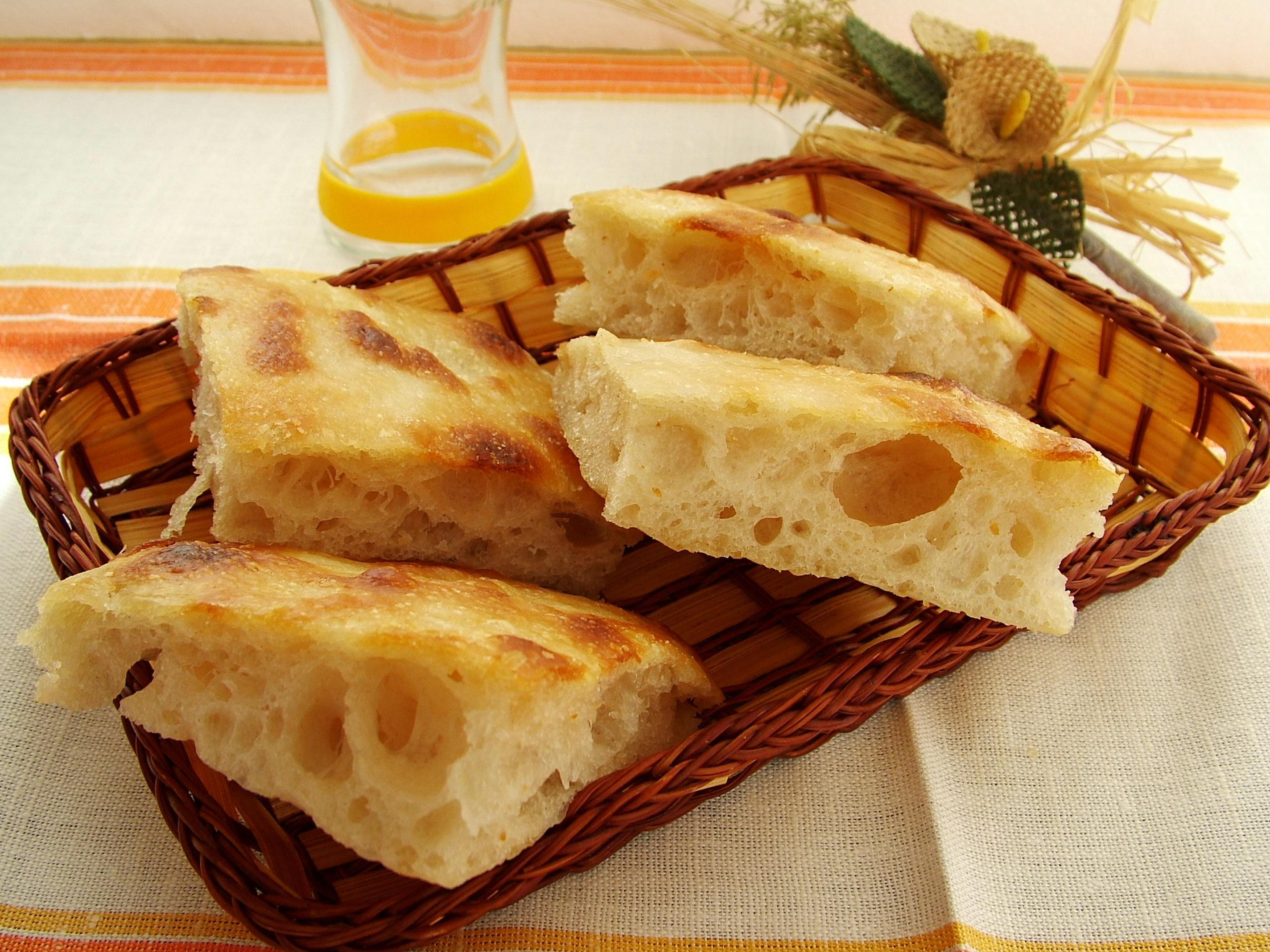 Focaccia genovese (ricetta di Maurizio Pavan adattata al lievito madre) - Ideale anche come base per pizza