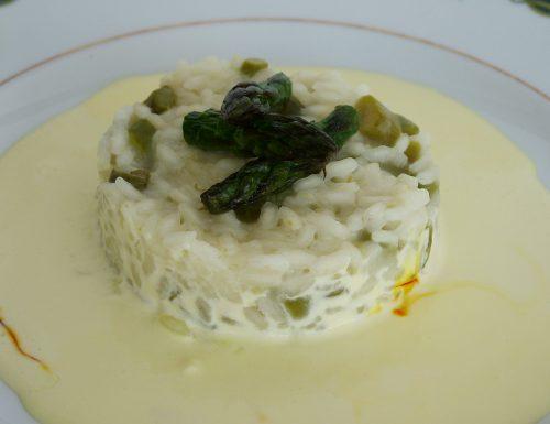 Risotto con asparagi su crema allo zafferano