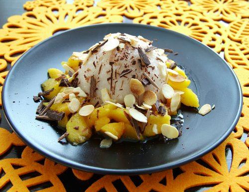Budino di riso vegan con pesche, cioccolato e mandorle *