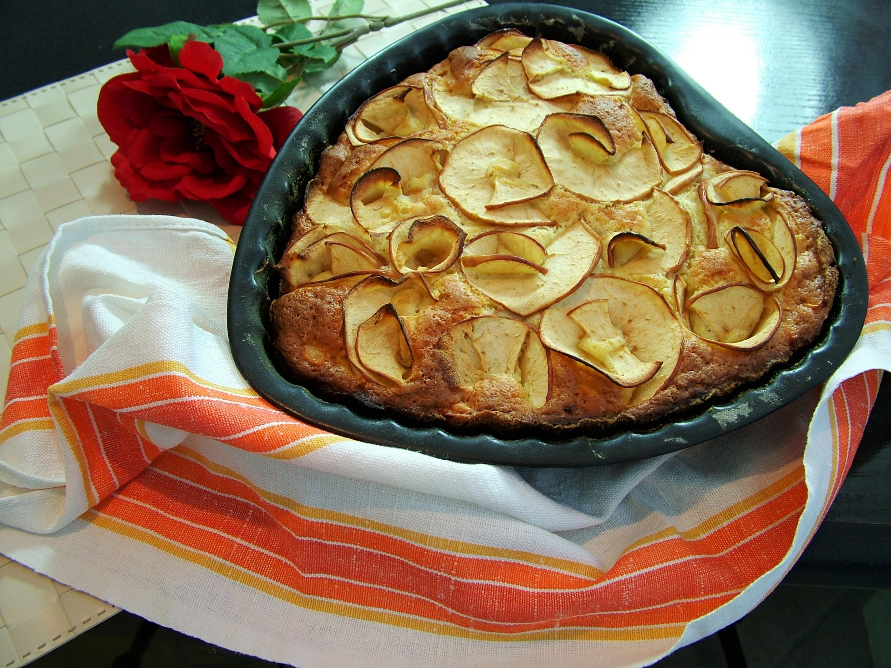 Torta cuore di mela ricetta tradizionale e al microonde - Forno tradizionale microonde ...