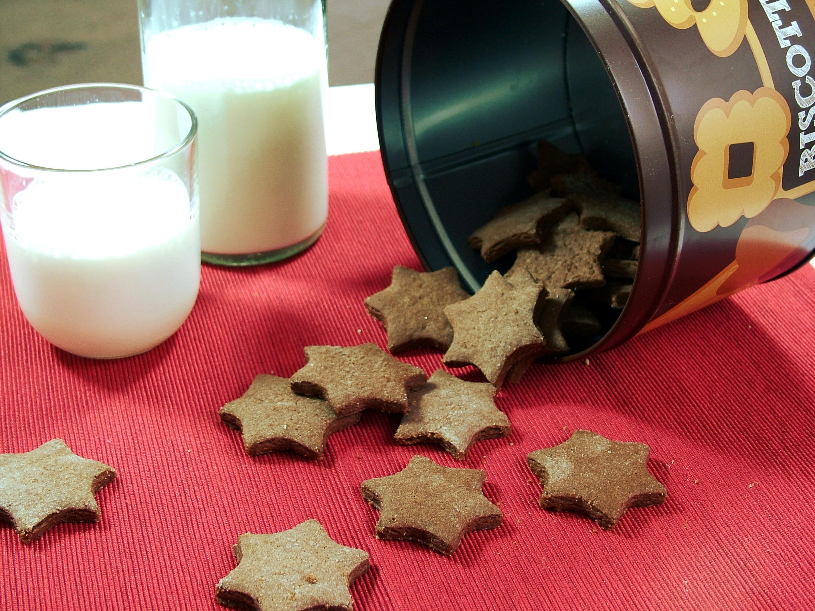 Biscotti al cacao e nocciole tipo pan di stelle