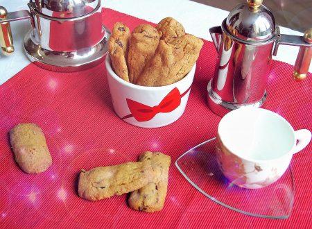 Biscotti con farina di mais e uvetta