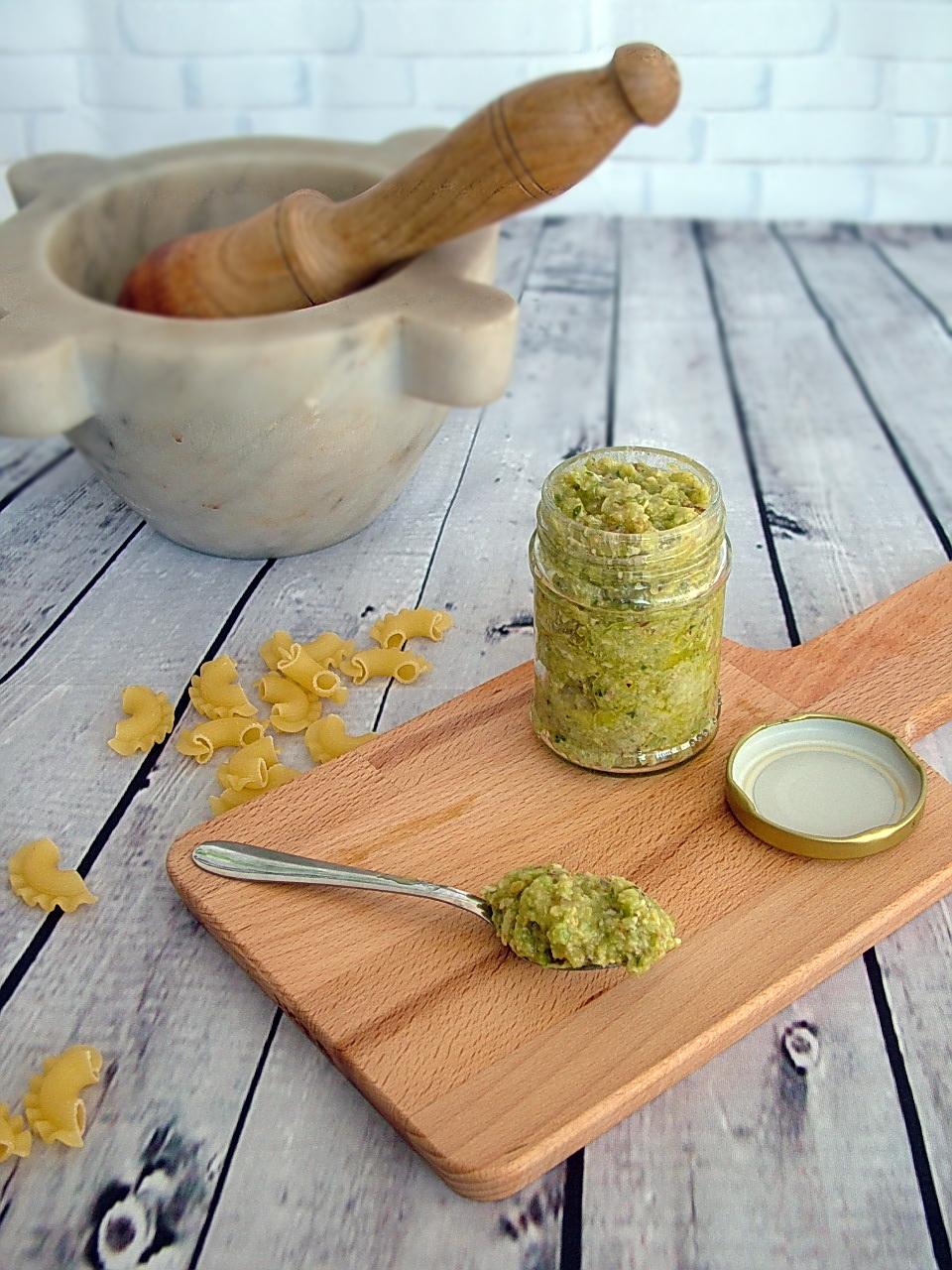 pesto realizzato con sedano pistacchi e parmigiano