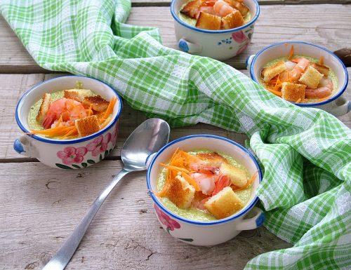 Crema fredda di zucchine con gamberi e carote