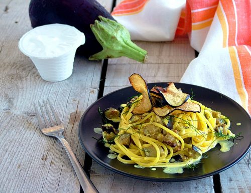 Spaghetti allo zafferano con melanzane e ricotta di capra