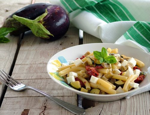 Pasta con verdure alla siciliana e mozzarella