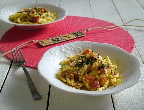 Primo piatto semplice per San Valentino: trofie con salsa di mele e curry